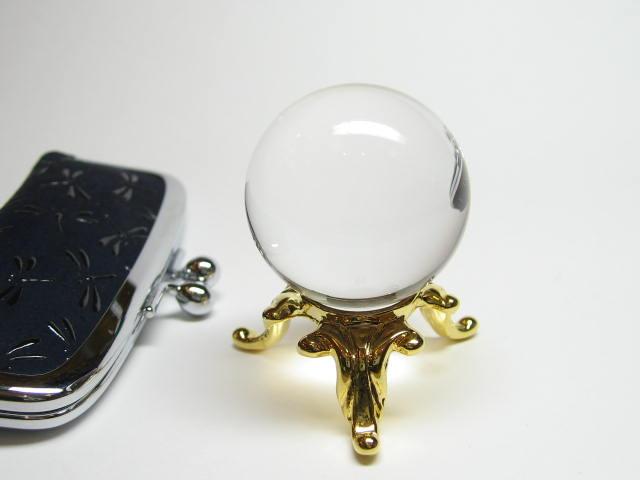 水晶玉・水晶丸玉 パワーストーンの王様的存在は、最高級天然水晶丸玉です。持ち運び便利な袋付きで、お守りのようにどこかに付けることもできます。