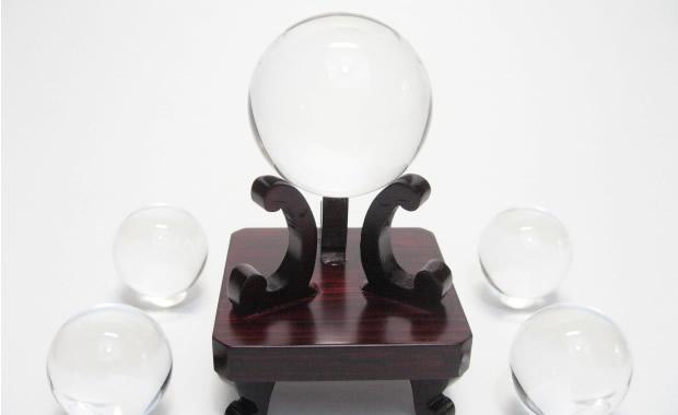 地鎮水晶の水晶玉 土地を水晶で清めると良い気が流れ開運につながる地鎮水晶玉・土地の中央と四隅に水晶を埋める