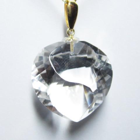 最高級 天然 水晶 ハートSカット中ペンダントトップ 金具18金